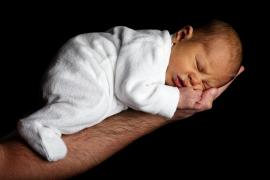 Una pareja llama a su bebé Marie Covid como signo de esperanza