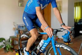 Lluís Mas, ciclista: «Los días se pasan rápido entre el entreno y los niños»