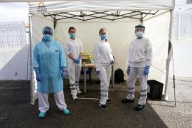 Más de una treintena de sanitarios siguen alojados por hoteleros para evitar el contagio
