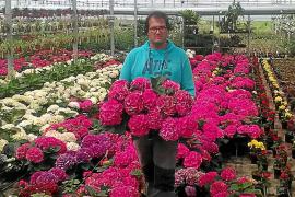 Los productores de plantas ornamentales piden poder vender en los mercados locales