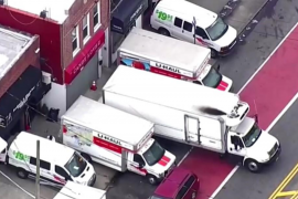 Hallan en Nueva York decenas de cadáveres en descomposición en camiones de mudanza