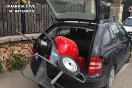 La Guardia Civil detiene a dos personas por robo con fuerza y hurto de vehículo