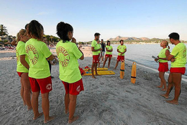 Los socorristas de las playas de Alcúdia utilizarán 'epis', mascarillas y guantes