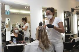 Las peluquerías abren y el pequeño comercio espera el próximo lunes con pesimismo