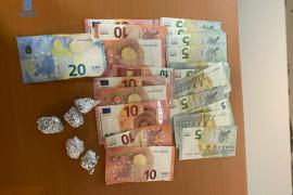 Dos detenidos por vender droga en una peluquería de Palma