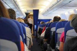 Las aerolíneas rechazan la imposición de dejar asientos vacíos en los vuelos