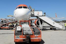 Trabajadores de tierra de los aeropuertos de Baleares ingresan de media 50 euros de paro