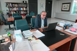 Educació trasladará al Ministerio la oposición del sector a la reapertura de las aulas