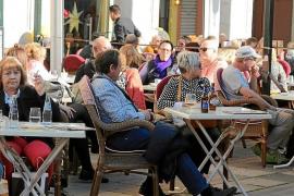 Cort permitirá ampliar las terrazas a cambio de eliminar plazas de aparcamiento