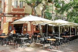 Terraza en la Plaza del Parque de Ibiza