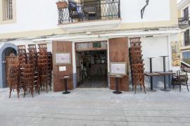 Los preparativos de los comercios de Ibiza para entrar en la fase 1, en imágenes (Fotos: Daniel Espinosa / Marcelo Sastre).