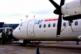 Se amplían los vuelos entre islas y se restablece el tráfico marítimo de pasajeros