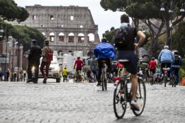 Italia reduce sus nuevos contagios a niveles de marzo y piensa en el verano