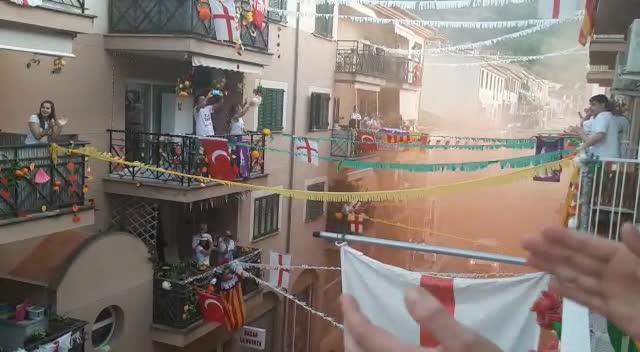 El espíritu del Firó de Sóller 'resiste' desde los balcones