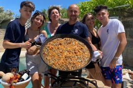 Terracitas y buen humor en el reencuentro entre familiares y amigos en Palma