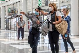 España decreta una cuarentena de 14 días a quien venga del extranjero