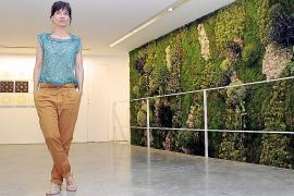Mónica Fuster instala un 'jardín vertical' en el Taller 6A Obra Gràfica