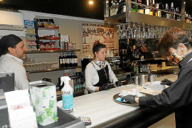 Del bar a la primera misa: la clientela fiel