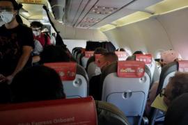 La Comisión Europea no obliga a las aerolíneas a dejar asientos libres en los aviones