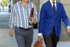 La juez imputa cuatro delitos al ex jefe de Trabajo de la Junta por el caso de los ERE