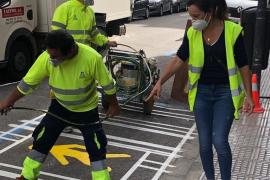Comienzan los trabajos de señalización de las aceras ampliadas en la ciudad de Ibiza