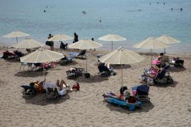 Grecia vuelve a la playa bajo la vigilancia de drones