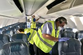 Una hora de vuelo, más de dos para la desinfección
