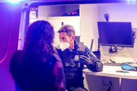 Un control de alcoholemia de la Policía Local de Sant Josep, en imágenes (Fotos: Toni P.).