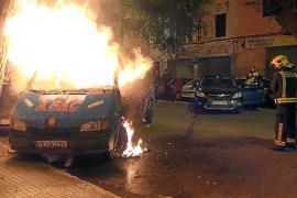 Un pirómano actúa de nuevo y prende fuego a una furgoneta y dos coches en Palma