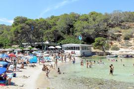 La distancia entre sombrillas en las playas de Calvià será como mínimo de cuatro metros