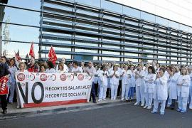 El Govern intenta frenar la huelga de médicos con la promesa de una ley
