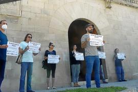 Protesta ante el Consolat