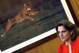 Teresa Ribera sitúa la vuelta del turismo extranjero seguro en julio