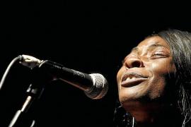 Conxa Buika hace las delicias de sus fieles en su regreso musical a la Isla
