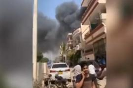 Un avión se estrella en una zona residencial de Pakistán