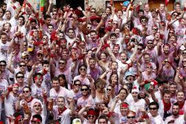 La fiesta estalla en Pamplona con un multitudinario chupinazo