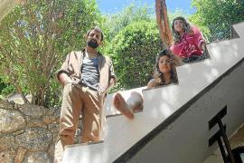 La compañía Hermanas Picohueso crean su propia religión en 'P-acte idiota'