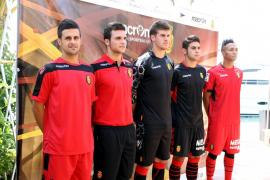 El Mallorca presenta su nueva equipación para la temporada 2012/13