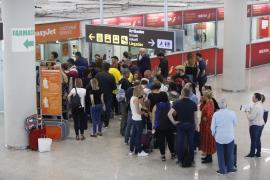 Oleada de condenas a las aerolíneas por cancelar vuelos por tormentas