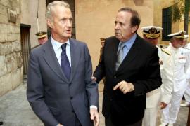 El ministro Defensa asiste en Palma a funeral almirante Sánchez-Barcaíztegui