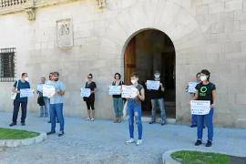 Imagen de la protesta que llevaron a cabo los ecologistas esta semana pasada en el Consolat de Mar (Mallorca).
