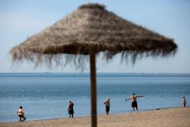 Sanidad pide extremar las medidas de distanciamiento social e higiene en las playas