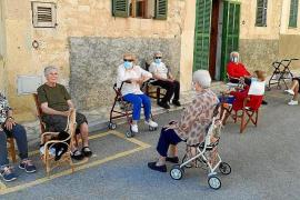 Los mayores de la Part Forana vuelven a sus «guarderías»