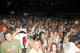 Los dandis canallas Sabina y Serrat conquistan el Palma Arena