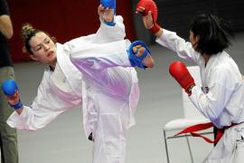 La karateca ibicenca Cristina Ferrer, durante un combate.