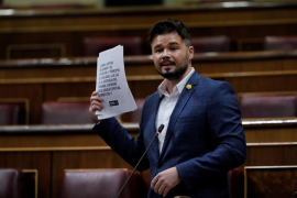 Rufián acusa a Sánchez de hacer solo «matemáticas» y dar aire a la derecha