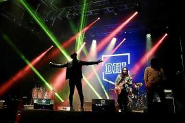 El grupo DHI durante una actuación en la Plaça d'Espanya de Palma.