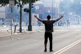 Duras protestas en Mineápolis por la muerte de un afroamericano a manos de la policía