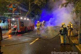 Tres coches arden en las Avenidas