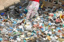 Baleares planta cara al plástico